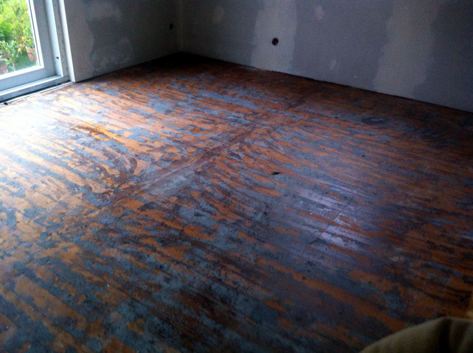 alten dielenboden reinigen. alte holzdielen mit dielen abschleifen
